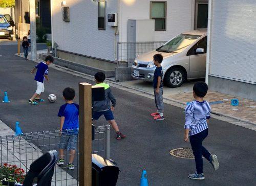 お友達とサッカー